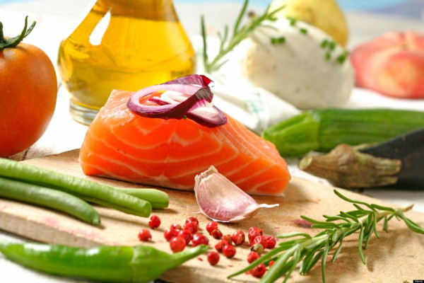 mediterranean-diet-fresh-fish-oil-garlic