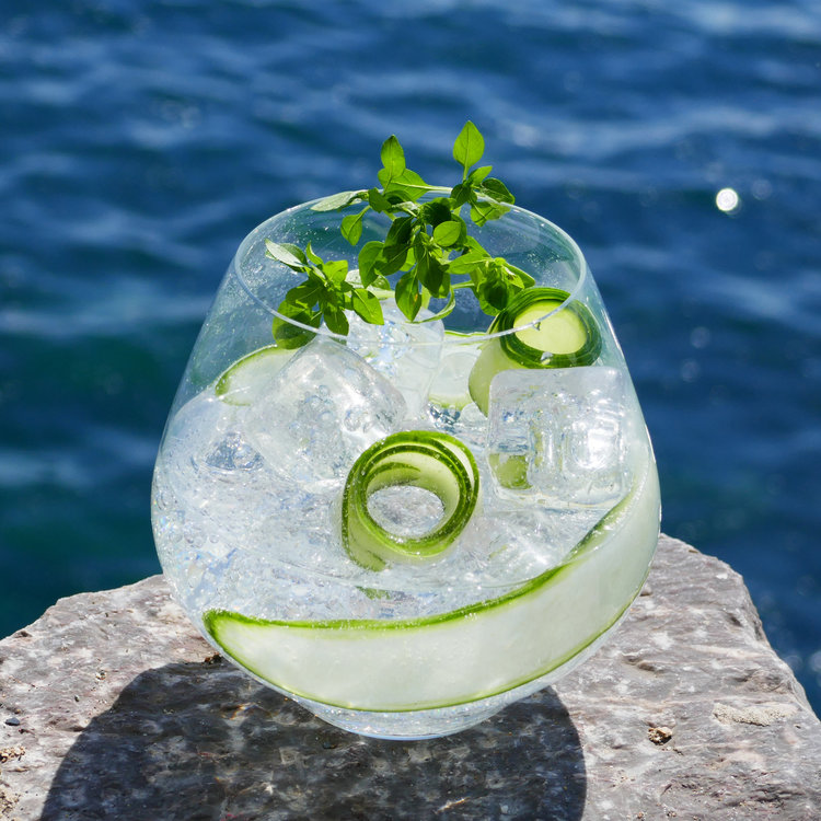 Sea+Garden+non-alcoholic+gin+cocktail+with+Sea+Arch