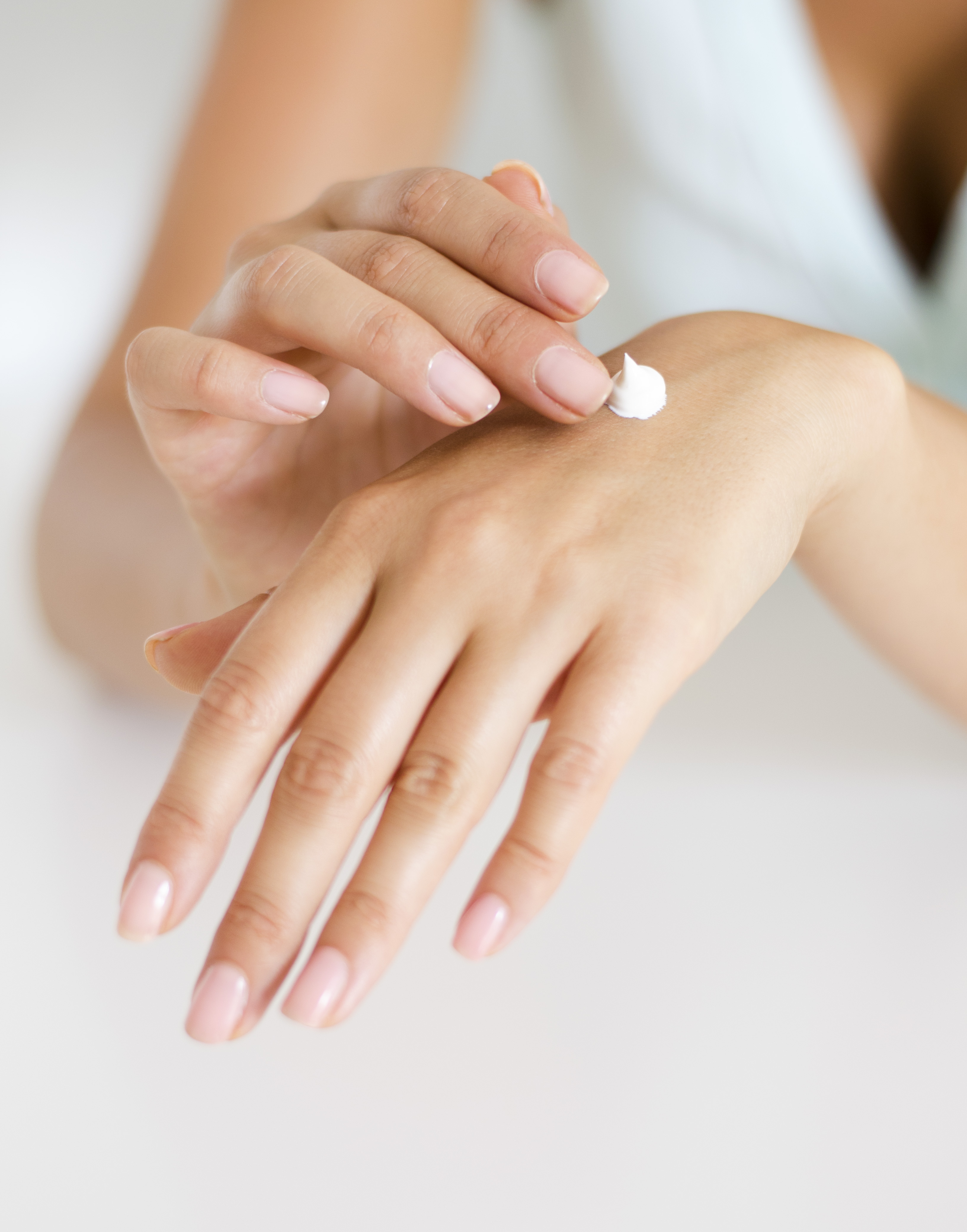 hands-with-cream