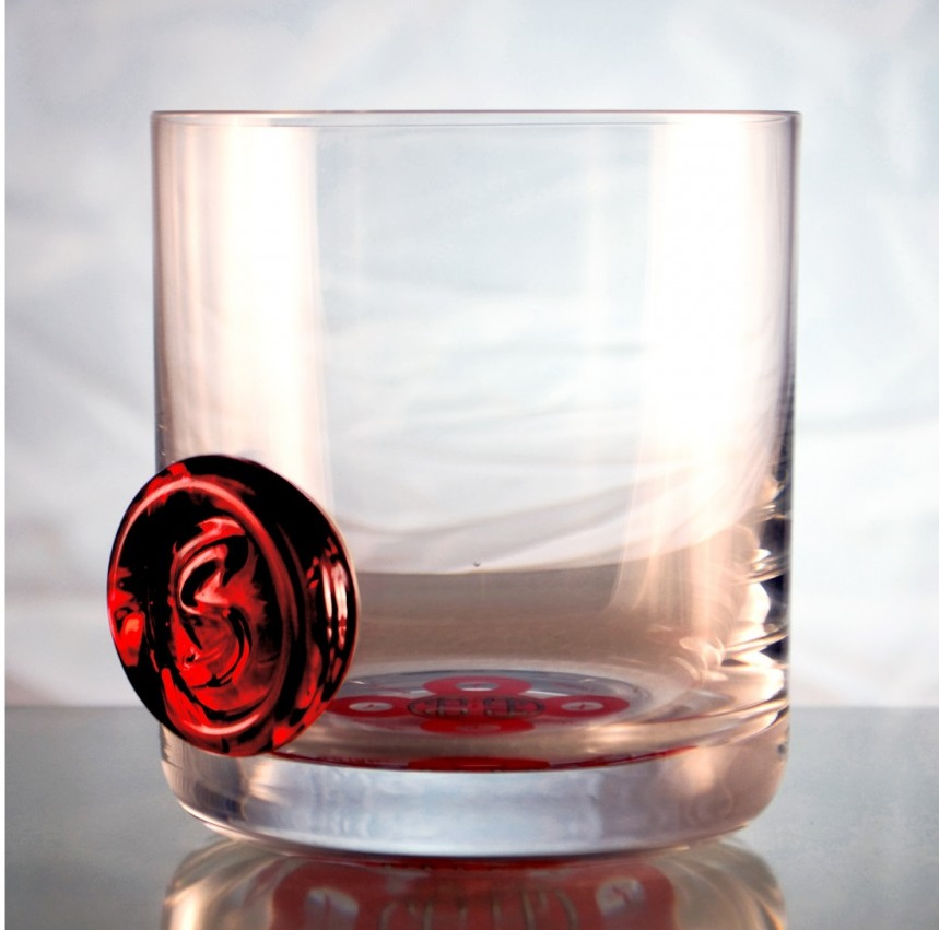 poznik-informed-glass-red